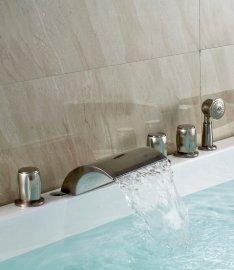 Deck Mount Tub Filler in Bathtub Faucet